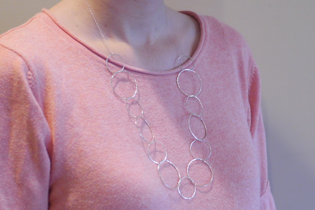 Linkouture hammered loop necklace